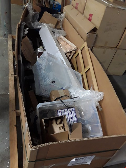 Lot 17049 PALLET OF ASSORTED ITEMS TO INCLUDE: PAINT, STORAGE BOX, RUG ETC