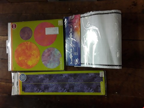 Lot 2704 LOT OF APPROXIMATELY 16 CRAFT ITEMS TO INCLUDE BOX OF ASSORTED SCAN N CUT STANDARD MATS, ACCUQUILT GO! STRIP CUTTER AND ACCUQUILT GO! BIG CIRCLE FABRIC CUTTING DIE