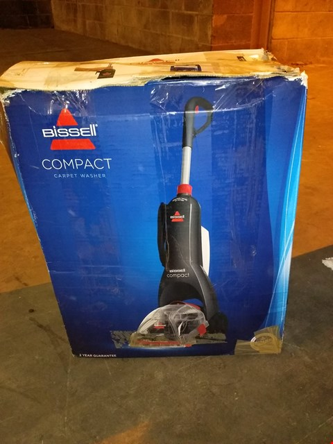 Lot 8104 BISSELL INSTACLEAN COMPACT 48X4E, TITANIUM/RED