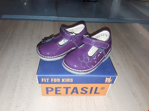 Lot 12343 BOXED PETASIL COLLEEN PURPLE GLOSSY LEATHER VELCRO SHOES UK SIZE 4.5 JUNIOR