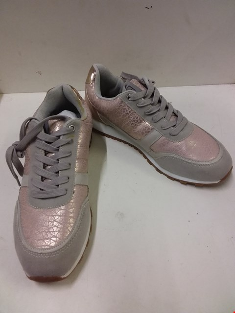 Lot 9006 BOXED ANNA FIELD BOBRA 100 WOMEN'S TRAINERS - PINK SIZE 6