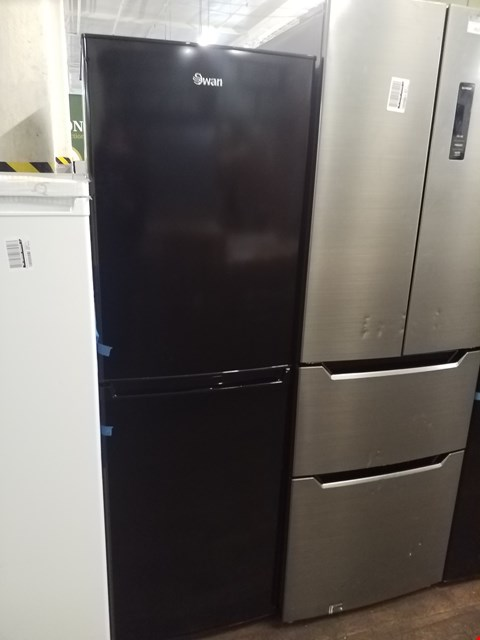 Lot 8529 SWAN SR8160 172CM 50/50 FRIDGE FREEZER BLACK  RRP £349.00
