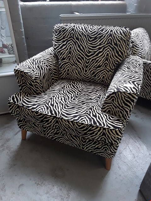 Lot 2001 QUALITY BRITISH DESIGNER ZEBRA PRINT FABRIC ARMCHAIR