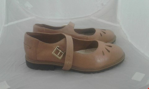 Lot 2017 PAIR OF CLARKS TAN LEATHER BUCKLE SHOE SIZE 6
