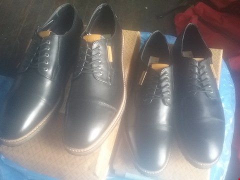Lot 7050 BAG OF APPROXIMATELY 10 ASSORTED ITEMS OF FOOTWEAR TO INCLUDE PENGUIN YOKO DERBY BLACK SHOES
