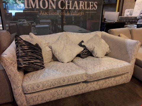Lot 9004 QUALITY BRITISH DESIGNER RADLEY NATURAL FABRIC SHAPED BACK THREE SEATER SOFA WITH SCATTER CUSHIONS