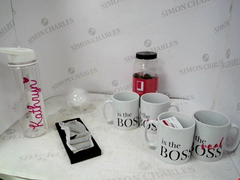 Lot 10037 LOT OF APPROXIMATELY 6 ASSORTED HOUSEHOLD ITEMS, TO INCLUDE PERSONALISED 'KATHRYN' WATER BOTTLE, BOSS/REAL BOSS COUPLE MUG SET, SILVER EFFECT GOLF SET, ETC RRP £137.00
