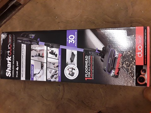 Lot 42 BOXED SHARK DUO CLEAN CORDLESS VACUUM WITH FLEXOLOGY