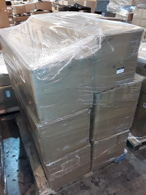 Lot 17 PALLET OF 6 ASSORTED BOXED CHRISTMAS TREES