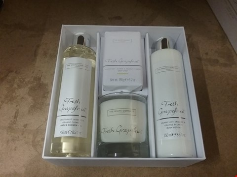 Lot 7043 THE WHITE COMPANY LONDON FRESH GRAPEFRUIT LUXURY GIFT SET, GRAPEFRUIT JASMINE AND ORANGE