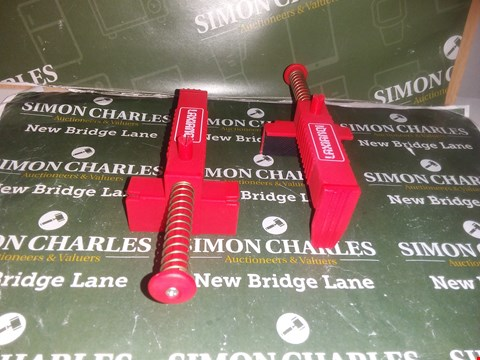 Lot 4213 2 × CLAMPS
