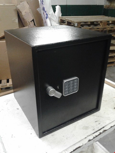 Lot 9516 YALE ELECTRONIC SAFE