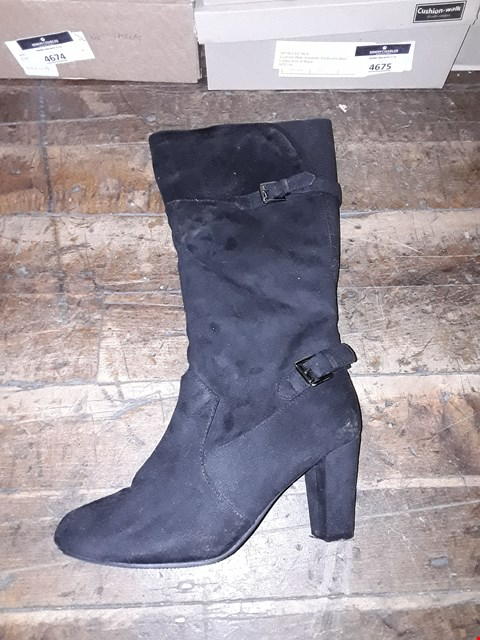 Lot 1309 CUSHION WALK SUEDETTE TALL BUCKLE BOOTS SIZE 8