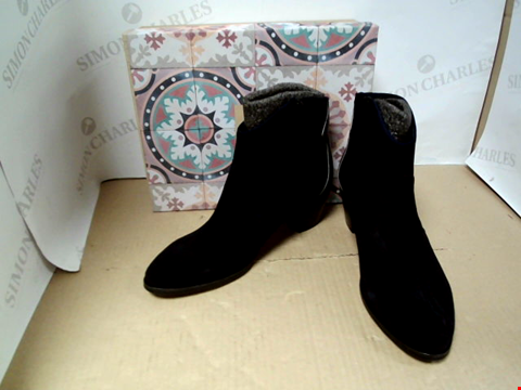 Lot 7078 KANNA BABY MARINO + LUCERTOLA NAVY ZIP UP HEELED BOOTS - SIZE 40