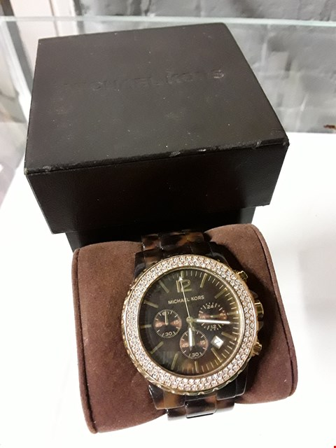 Lot 8221 MICHAEL KORS STYLE BROWN AND GOLD MEN'S CHRONOGRAPH WATCH
