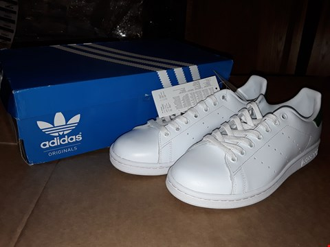 Lot 36 BOXED ADIDAS ORIGINALS STAN SMITHS WHITE/GREEN SIZE 7UK/41EUR