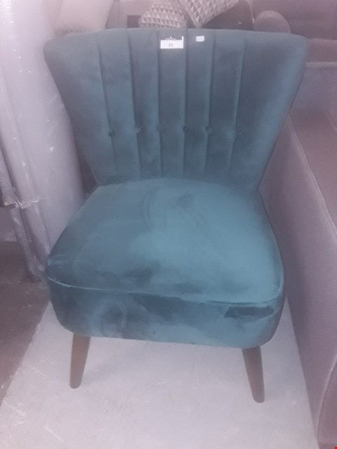 Lot 39 DESIGNER BUTTONED EMERALD VELVET COCKTAIL CHAIR RRP £119.99