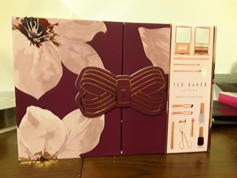 Lot 7024 BOXED TED BAKER STATELY COLLECTION