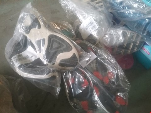Lot 2427 LOT OF APPROXIMATELY 5 ASSORTED ITEMS OF FOOTWEAR TO INCLUDE SKETCHERS GOGA MAX SANDALS AND VIONIC DARK GREY SHOES