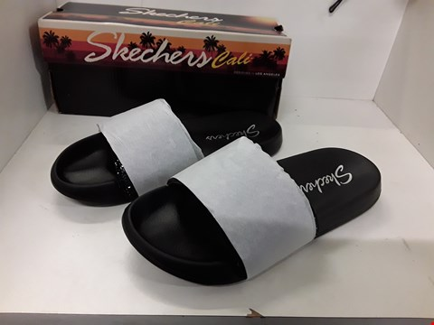 Lot 4088 PAIR OF DESIGNER BLACK SLIDERS IN THE STYLE OF SKECHERS SIZE UNSPECIFIED