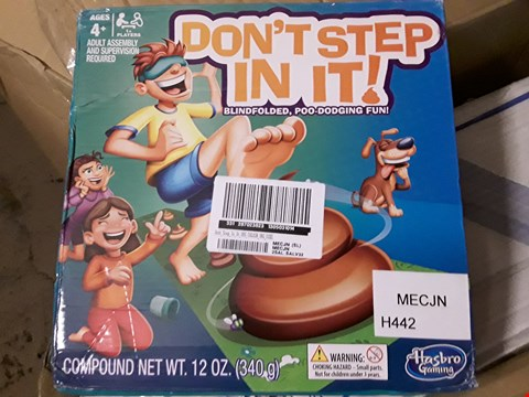 Lot 2243 DONT STEP IN IT GAME (1 BOX) RRP £25.99