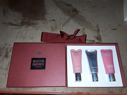 Lot 2088 MOLTON BROWN LONDON EMBRACING HAND CREAM GIFT SET
