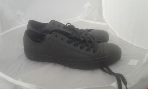 Lot 2033 PAIR OF CONVERSE ALL STAR SIZE 9