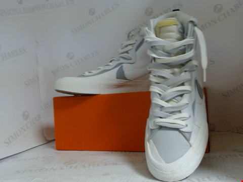 Lot 16010 BOXED PAIR OF TRAINERS IN THE STYLE OF NIKE - UK SIZE 11.5