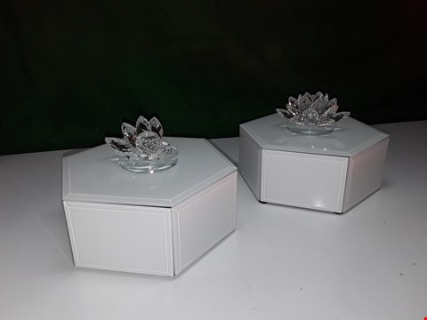 Lot 110 JULIEN MACDONALD SET OF 2 CRYTAL LOTUS FLOWER MIRROR TRINKET BOXES - WHITE