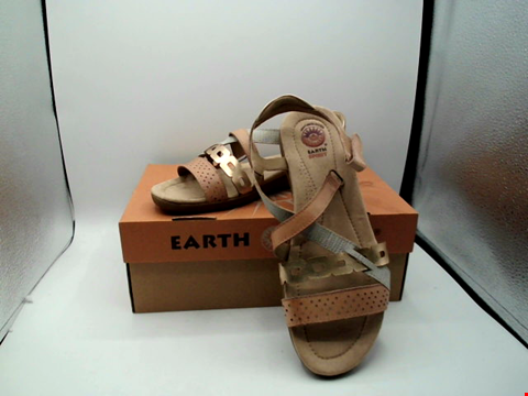 Lot 1130 BOXED PAIR OF EARTH SPIRIT SANDALS UK SIZE 6