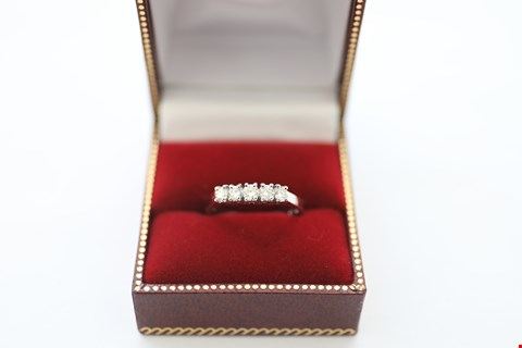 Lot 25 18CT WHITE GOLD FIVE STONE HALF ETERNITY RING SET WITH DIAMONDS WEIGHING +-0.52CT
