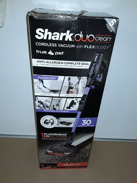 Lot 8061 SHARK DUOCLEAN ANTI ALLERGEN TRUE PET & FLEXOLOGY CORDLESS VACUUM IF130UKTHQ
