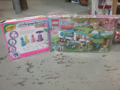 Lot 2271 LOT OF 4 GRADE 1 ITEMS TO INCLUDE 3 CRAYOLA MINI SCENTED MARKER AND LEGO FRIENDS MIAS CAMPER VAN