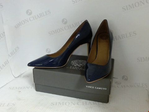 Lot 16079 BOXED PAIR OF DESIGNER VINCE CAMUTO HEELS - UK SIZE 7.5