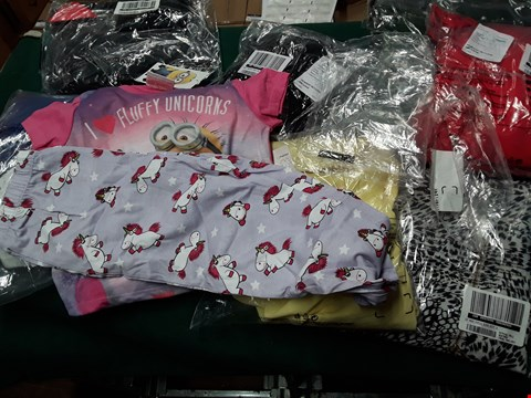 Lot 8177 TRAY OF APPROXIMATELY 10 ASSORTED DESIGNER CLOTHING ITEMS, TO INCLUDE, DESPICABLE ME GIRLS UNICORN TOP, LONG SLEEVED CHECK TOP, LACE FRILL HEM SKIRT,DOUBLE COLD SHOULDER TOP, ( TRAY NOT INCLUDED )