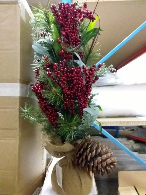 Lot 5050 BOXED RED BERRY TABLE TOP TREE RRP £22.00