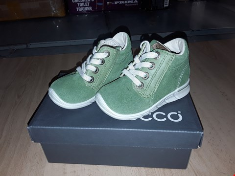 Lot 12288 BOXED ECCO CHILDRENS GREEN SUEDE LACE UP BOOTS UK CHILDRENS SIZE 4