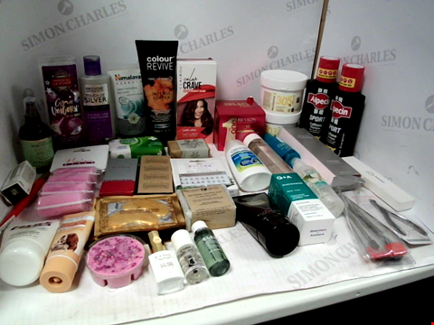 Lot 11078 LOT OF ASSORTED HEALTH & BEAUTY PRODUCTS TO INCLUDE: ALPECIN SPORT CAFFEINE SHAMPOO, RAZOR CARTRIDGES, EYLURE FAUX EYELASHES, IMPERIAL LEATHER SHOWER GEL, ASSORTED BATHROOM & COSMETICS PRODUCTS
