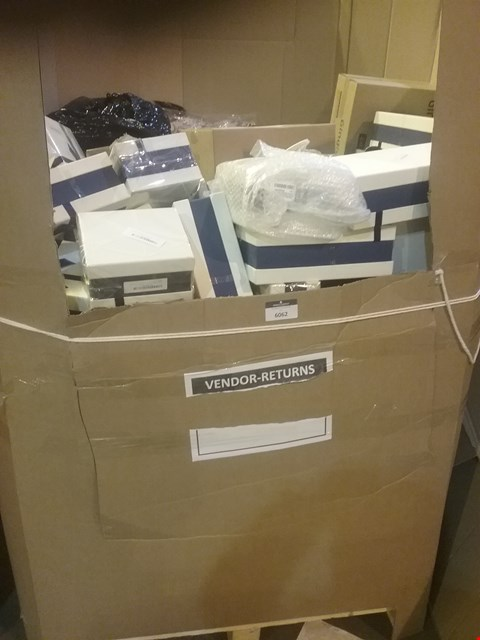 Lot 93 LARGE PALLET OF ASSORTED ITEMS INCLUDING, DOUBLE & SINGLE DECORATIVE GLASS CUPS IN PRESENTATION BOXES, SCRATCH OFF TRAVEL MAPS OF THE WORLD, CHRISTMAS SINGLE DUVET SETS, BOXES OF 24 ANGEL REVIVE DRINK