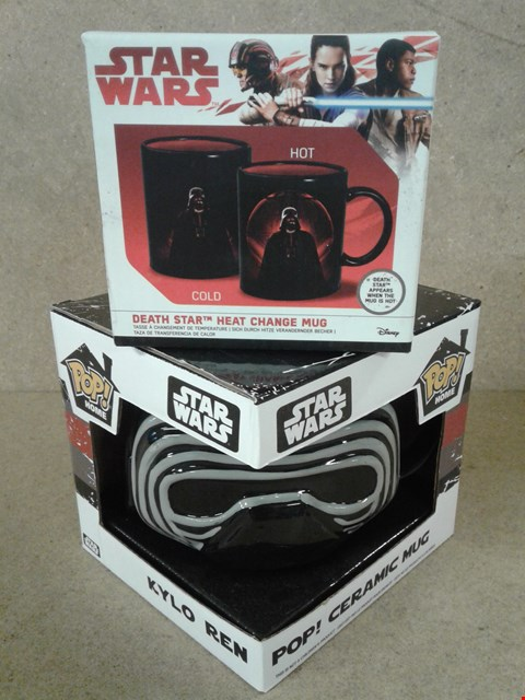 Lot 493 2 BRAND NEW BOXED STAR WARS ITEM TO INCLUDE KYLO REN SHAPED MUG AND HEAT CHANGE MUG