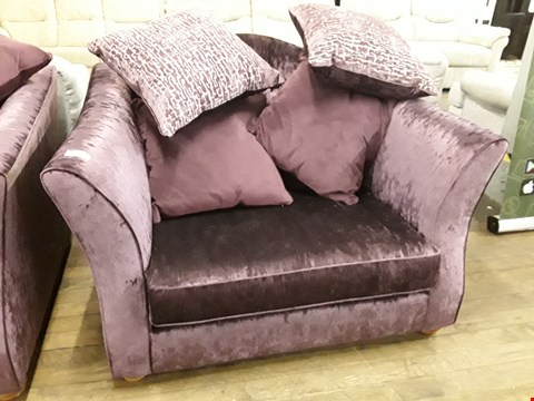 Lot 2094 QUALITY BRITISH DESIGNER MAUVE VELVET SHAPED BACK SNUGGLE CHAIR WITH SCATTER CUSHIONS