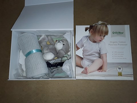 Lot 6017 LOT OF 2 ITEMS TO INCLUDE BABIES GIFT SET AND GREENSHEEP ORGANIC COTTON MATTRESS PROTECTOR