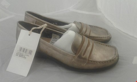 Lot 2054 PAIR OF COTTON TRAIDER LOAFERS SIZE 6