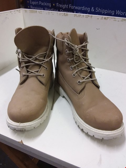 Lot 9078 BOXED TIMBERLAND WOMEN'S BOOTS - BEIGE SIZE 6