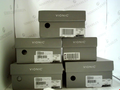 Lot 3082 LOT OF APPROXIMATELY 5 ASSORTED PAIRS OF FOOTWEAR TO INCLUDE; VIONIC BOOTS IN VARIOUS STYLES AND SIZES