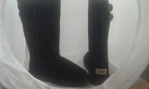 Lot 2050 PAIR OF SNOW CALF BOOTS SIZE 4