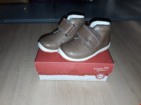 Lot 12354 BOXED SUPERFIT DONNY BROWN LEATHER VELCRO BOOTS UK SIZE 5.5 JUNIOR
