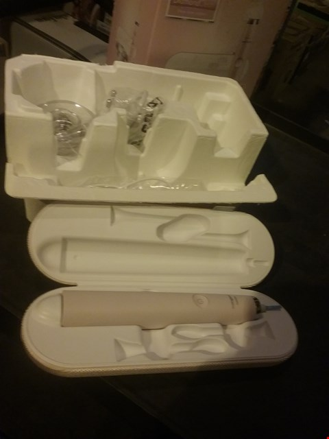 Lot 4025 PHILIPS SONICARE DIAMOND CLEAN ELECTRIC TOOTHBRUSH