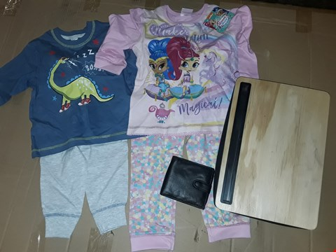 Lot 148 BOX OF APPROXIMATELY 30 ASSORTED HOMEWARE ITEMS TO INCLUDE THEMED KIDS PJ SETS,  LAP TRAYS AND BLACK COIN WALLETS