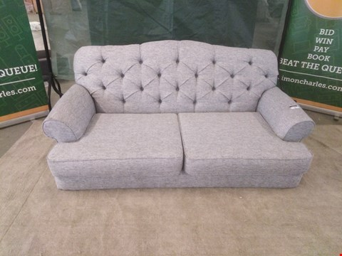Lot 18 QUALITY BRITISH MADE DESIGNER SILVER FABRIC BUTTON BACK 2 SEATER SOFA